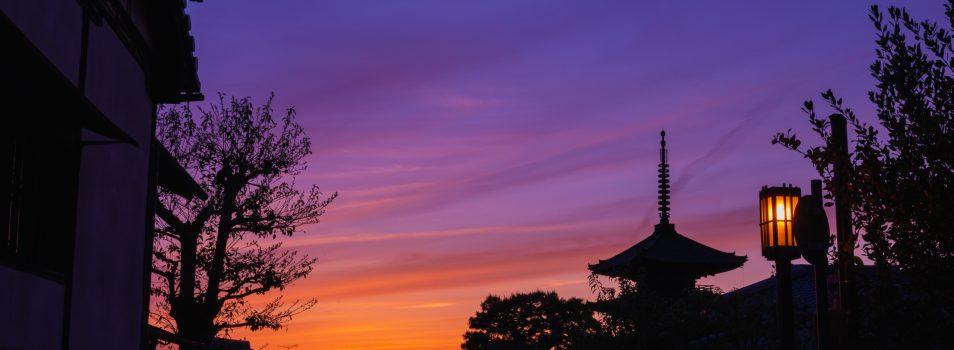 夕景を京都東山の八坂の塔で